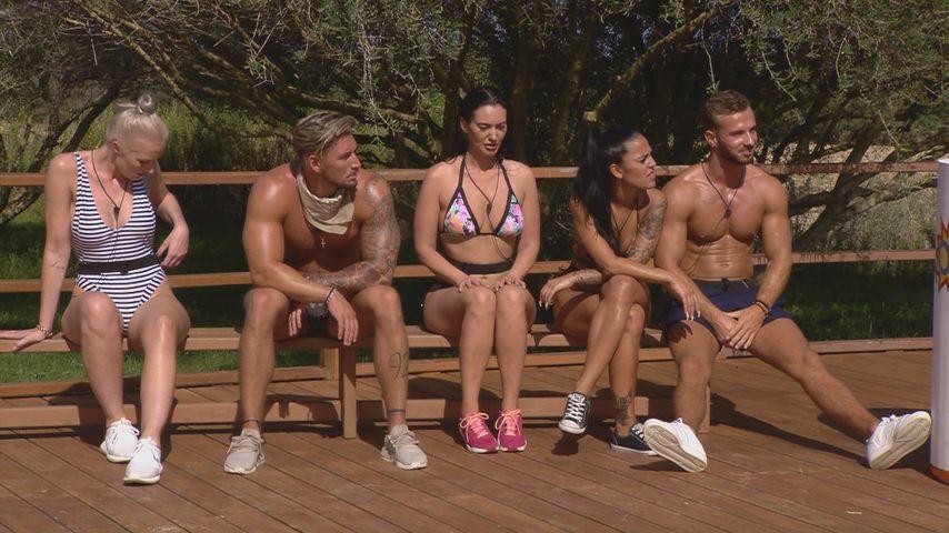 "Catrina, Mike, Mechele, Elena und Julian bei ""Love Island"""