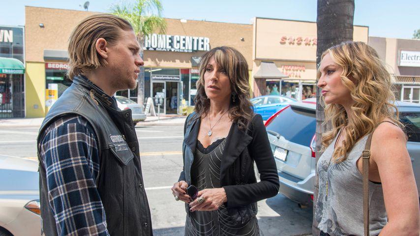 """Charlie Hunnam, Katey Sagal und Drea De Matteo in einer Szene von """"Sons of Anarchy"""""""