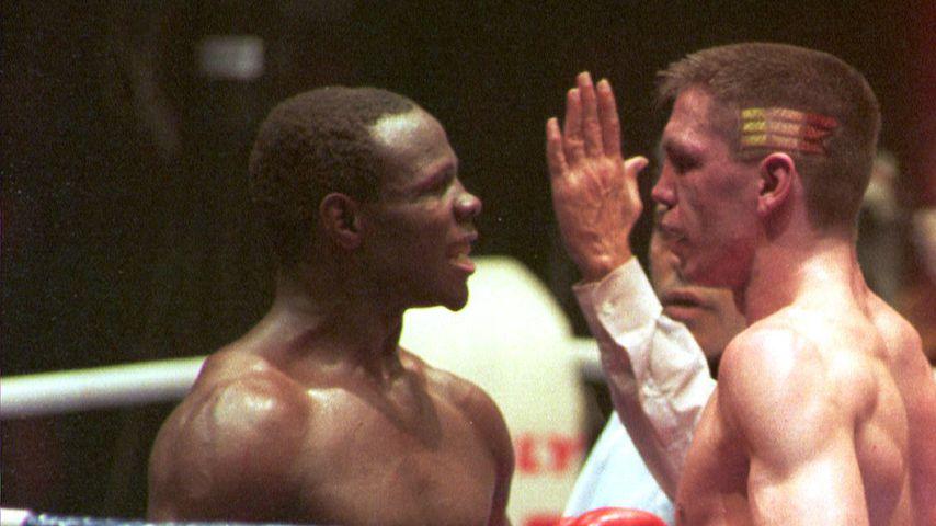 Chris Eubank und Graciano Rocchigiani bei einem Boxkampf 1994