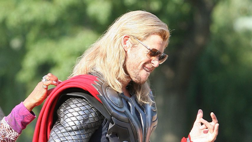 """Chris Hemsworth als Thor am Set von """"Avengers"""" im September 2011"""
