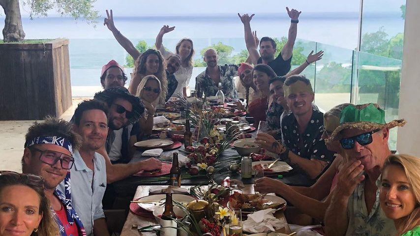 Chris Hemsworth und Elsa Pataky mit Familienmitgliedern