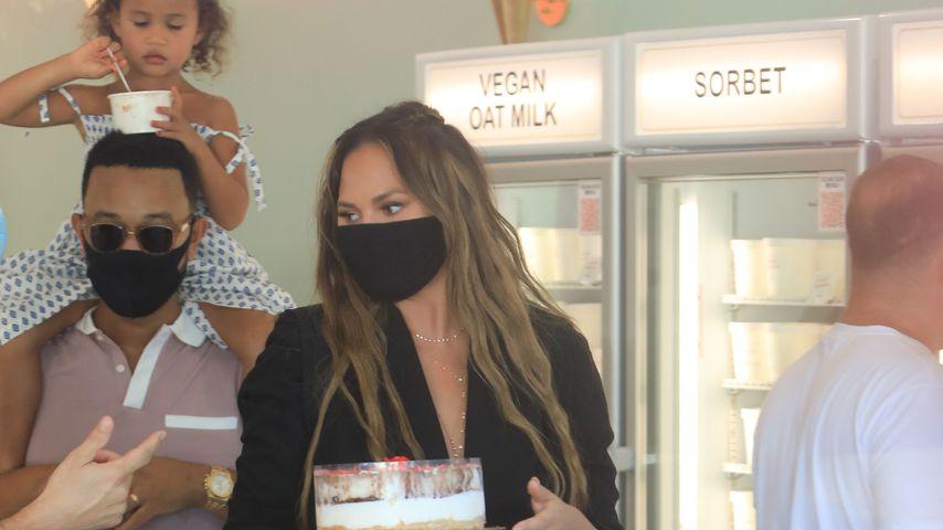 Chrissy Teigen, John Legend und Töchterchen Luna in L.A. im August 2020