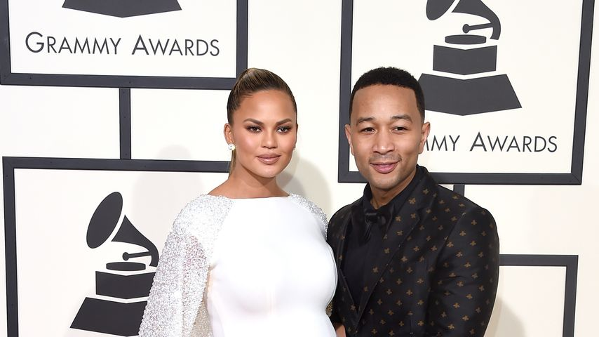 Sexy Po-Einlage! So serviert Chrissy Teigen Chicken Wings