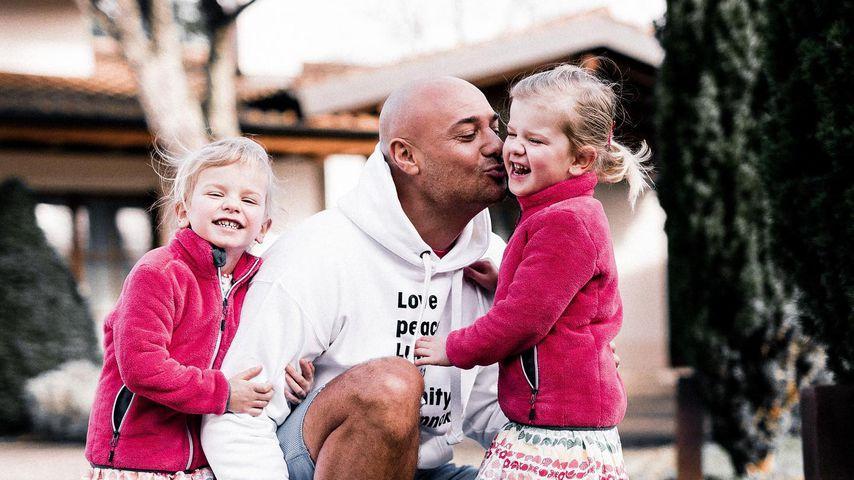 Christian Tews mit seinen Töchtern Marlena und Paulina