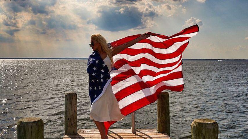 Christina Aguilera und die amerikanische Flagge