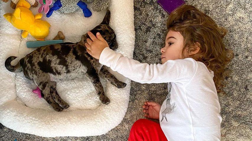 Christina Perris Tochter Carmella und ihr Hund Chocolate Chip