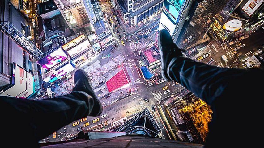 Christopher Serrano auf einem New Yorker Wolkenkratzer