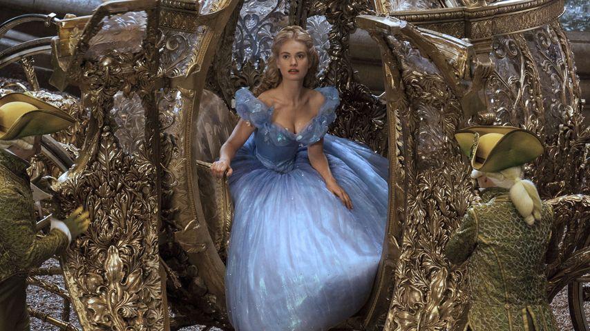 Korsett-Tortur! So litt Lily James für Cinderella