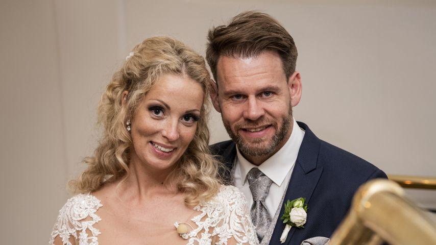 """Cindy und Alexander nach ihrem Jawort bei """"Hochzeit auf den ersten Blick"""""""