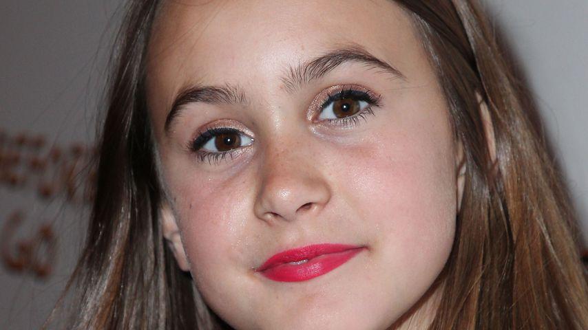 Auf High Heels: Coco Arquette (10) stöckelt über Red Carpet