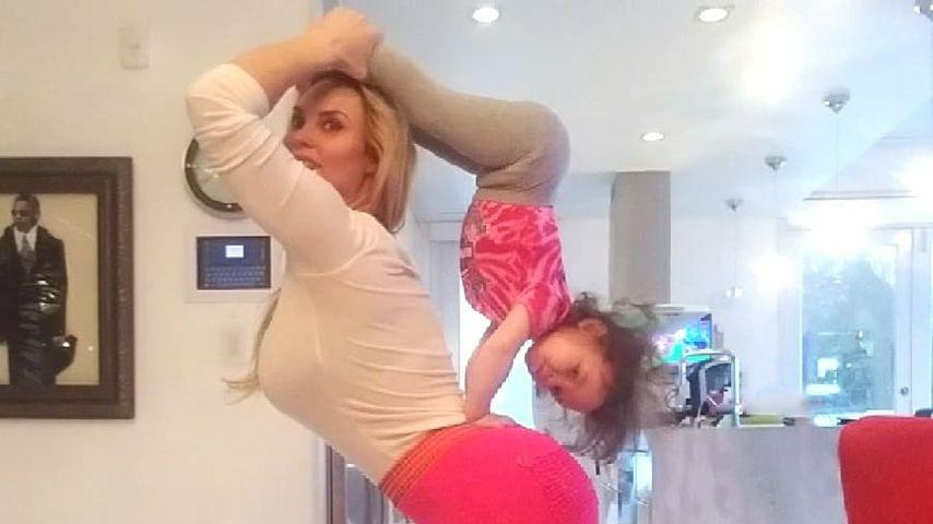 Wahnsinn! Popo-Coco & Tochter Chanel mit krassen Yoga-Moves!