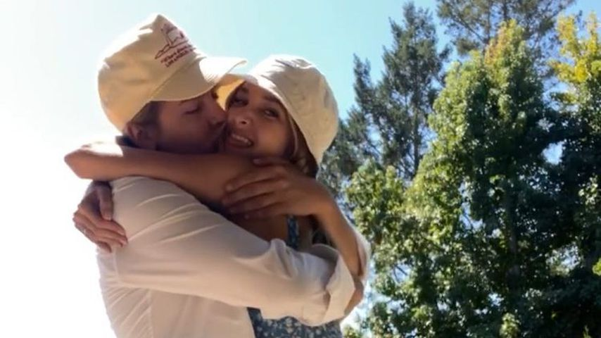 Cole Sprouse teilt lustige Geburtstagsgrüße für Freundin Ari