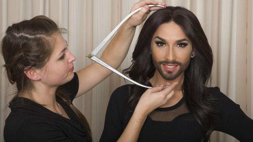 Conchita Wurst bei ihrer Vermessung für Madame Tussauds