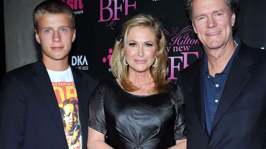 Conrad Hilton 2008 mit seinen Eltern Kathy und Richard