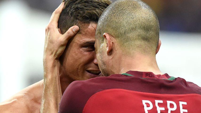 Cristiano Ronaldo und Pepe beim EM-Finale Portugal gegen Frankreich bei der Fussball-EM
