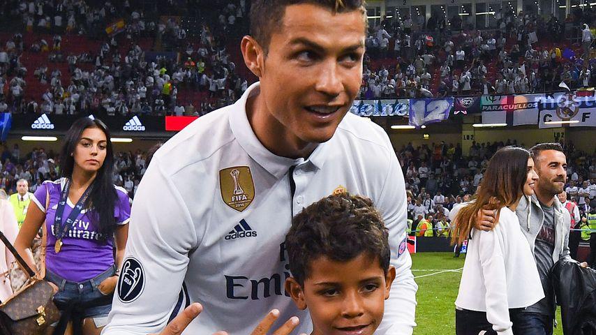 Cristiano Ronaldo und sein Sohn Cristiano Jr. 2017