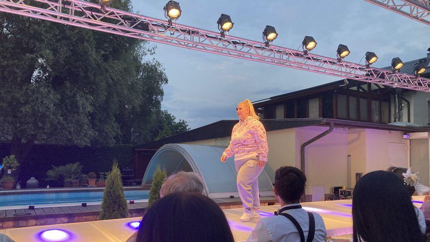 Curvy Model Francisca bei der Fashionshow von Eric Sindermann