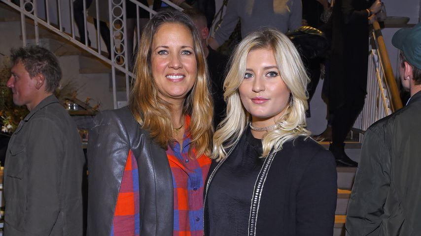"""Dana Schweiger und Luna Schweiger bei der Eröffnung von """"Barfood Deli"""" im November 2016"""