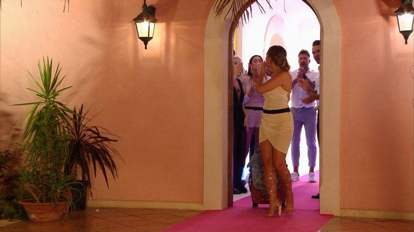 """Kandidatin Dana bei ihrem Auszug aus der """"Love Island""""-Villa"""