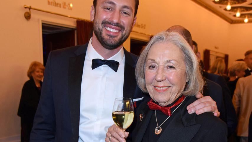 Daniel Völz mit seiner Großmutter Roswitha