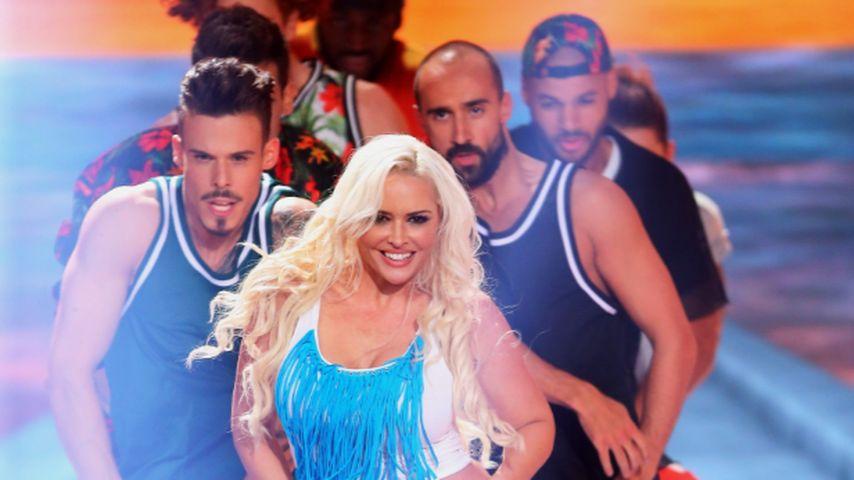 Sexy Hüftschwung: Hier mimt die Katze Christina Aguilera!