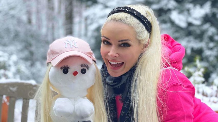 Daniela Katzenberger mit einem Schneemann