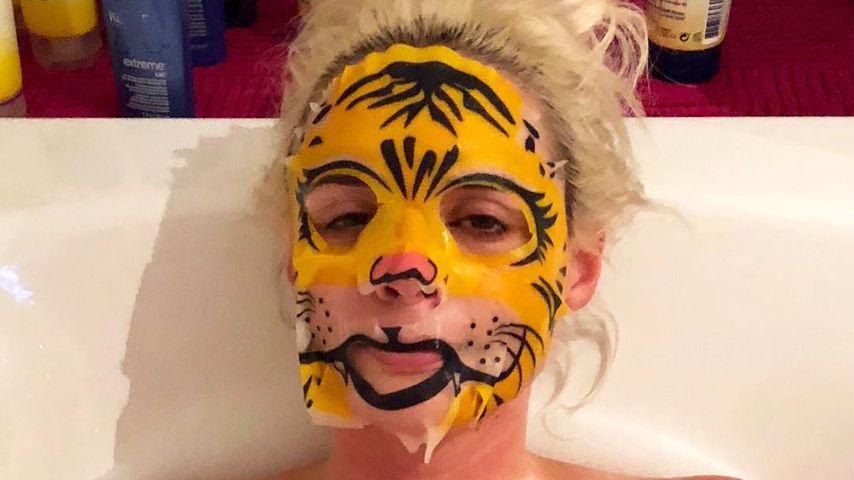 Daniela Katzenberger in der Badewanne