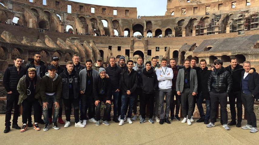 Das DFB-Team im Kolosseum in Rom