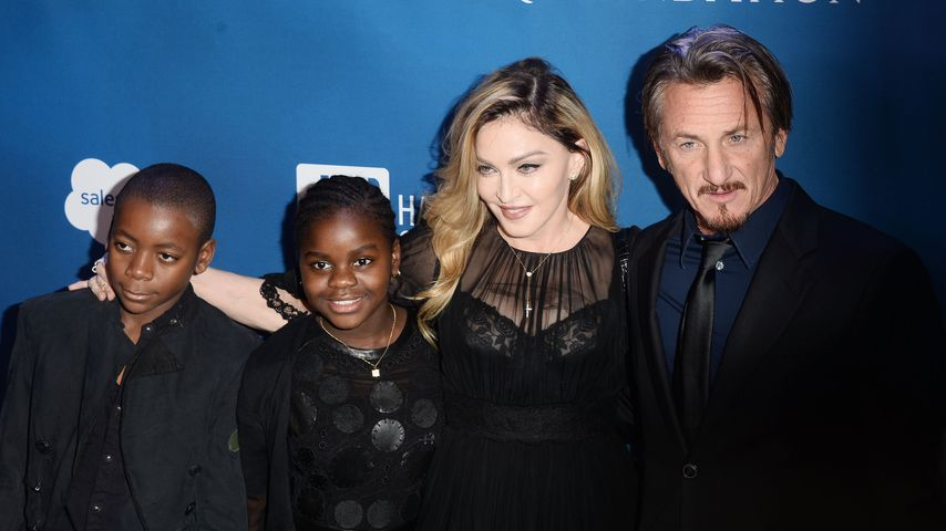 David Banda, Mercy James, Madonna und Sean Penn bei einer Benefizgala