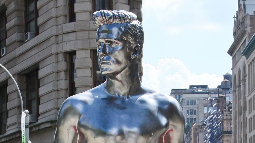 Halbnackte David Beckham Statuen erobern die Welt