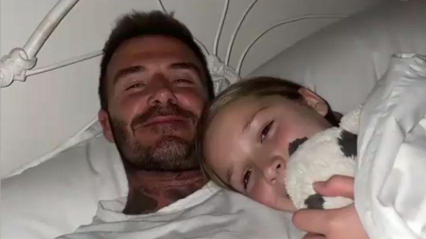 Mama findet's gut! So süß kuscheln David Beckham und Harper