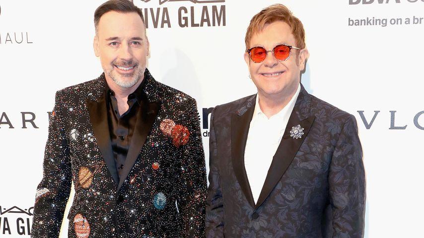 Kriselt es? Elton John verschiebt seine Hochzeit!