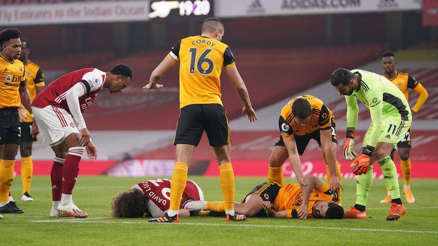 David Luiz und Raul Jimenez verletzt am Boden, Premier League-Spiel im November 2020