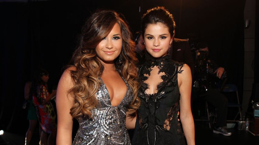 Demi Lovato und Selena Gomez bei den MTV Video Music Awards 2011