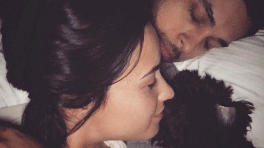 Verschlafen? So süß kuschelt Demi Lovato mit ihrem Wilmer