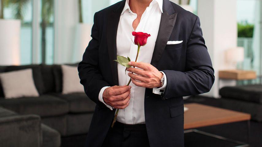 1. Bilder: So sexy wirft sich der neue Bachelor in Schale!