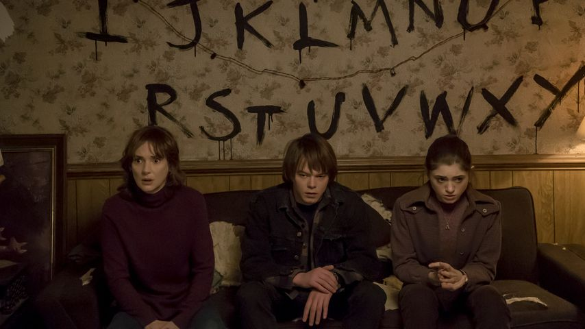 "Winona Ryder, Charlie Heaton und Natalia Dyer in ""Stranger Things"""
