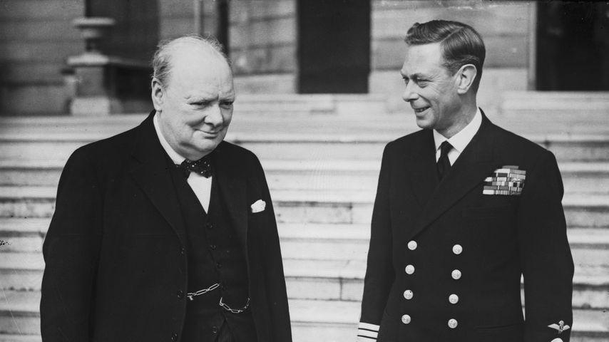Der ehemalige Premierminister Winston Churchill und König George VI. 1942