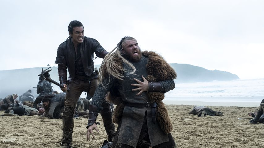 """Devon Terrell und Jay McDonald in der ersten Staffel der Netflix-Serie """"Cursed – Die Auserwählte"""""""