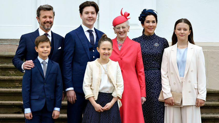 Die dänische Königsfamilie bei Prinz Christians Konfirmation auf Schloss Fredensborg
