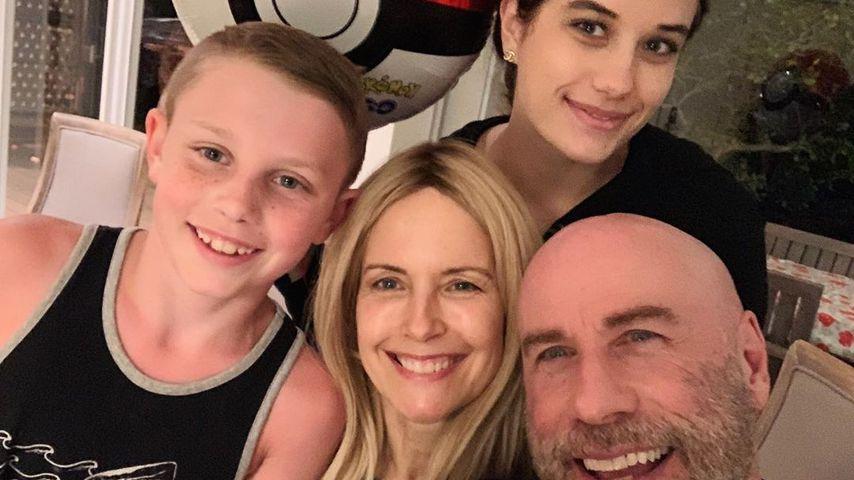 John Travolta mit seiner Frau und den Kindern