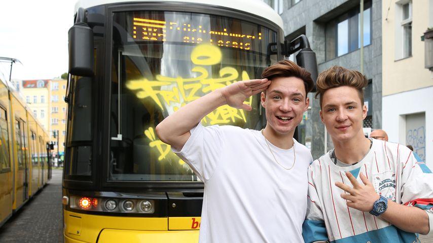 Album-Promo: Die Lochis performen in fahrender Straßenbahn