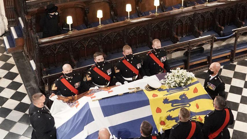 Die Queen bei der Trauerfeier von Prinz Philip