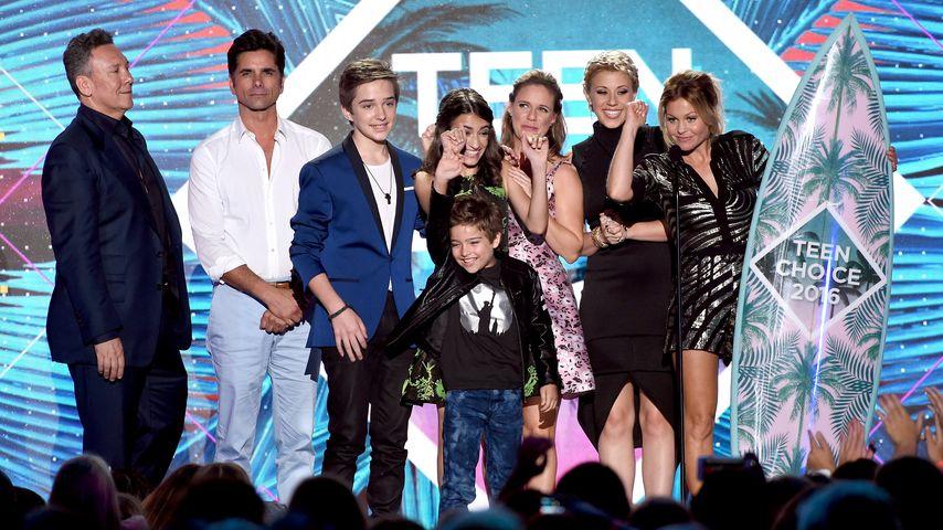 Die Stars von Fuller House auf der Bühne bei den Teen Choice Awards 2016