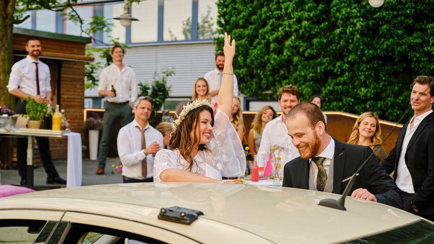 """Der """"Unter uns""""-Cast bei Vivien (Sharon Berlinghoff) und Tobias' (Patrick Müller) Hochzeit"""