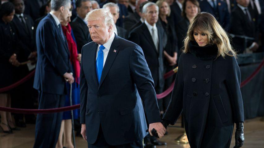 Happy-End? Melania & Donald Trump halten wieder Händchen