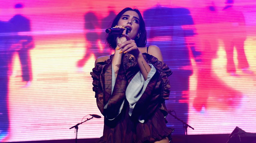 Dua Lipa bei ihrem Auftritt in Wantagh