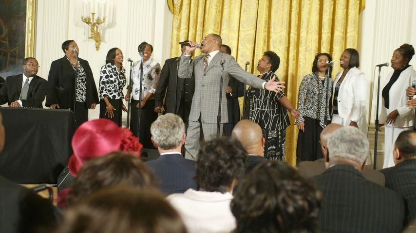 Edwin Hawkins mit einer Gospelgruppe im Weißen Haus