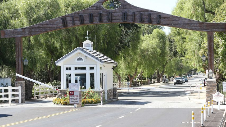 Eingangstor der Hidden Hills in Los Angeles, Kalifornien