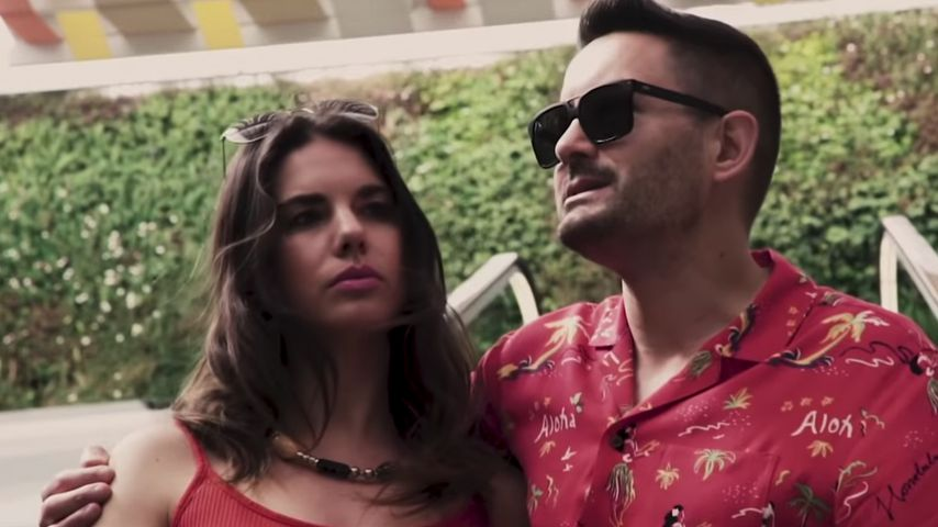 """Elena und Menderes im Musikvideo zu seiner Single """"Wir feiern den Sommer"""""""